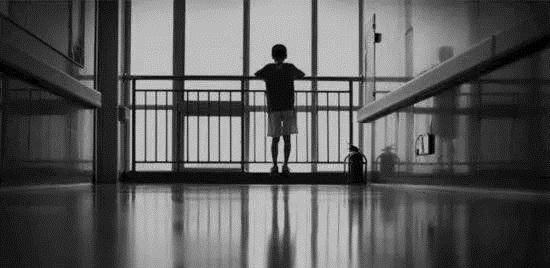 面对自闭症儿童的恐慌表现如何去应对?